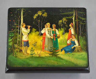 BEAUTIFUL Vintage 1994 RUSSIAN LACQUER BOX HAND PAINTED - SIGNED & DATED