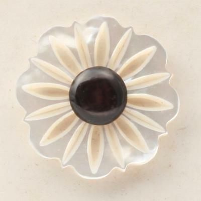 (1) 26mm Czech vintage early plastic mother of pearl incised flower button