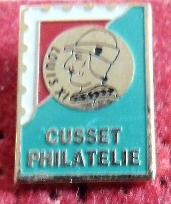 Pin's Timbre Poste Ptt Club Cusset Philatelie Louis Xi