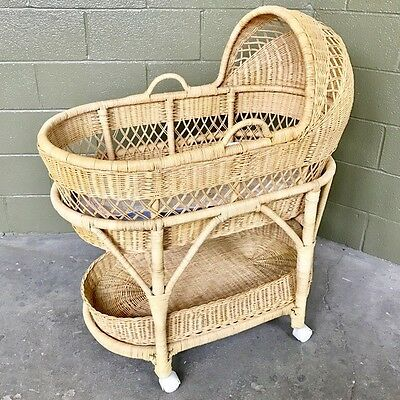 Vintage Wicker Baby Bassinet, roomy & beautiful – in great condition