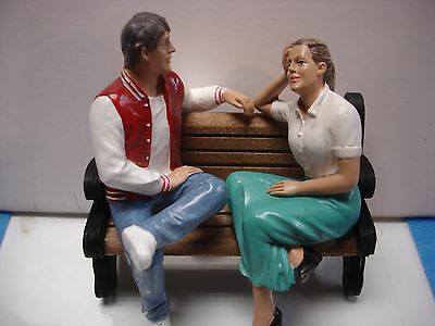 1/18 Mini Diorama - 2 setting figures/figurines w/park bench AD-23887 & 237888