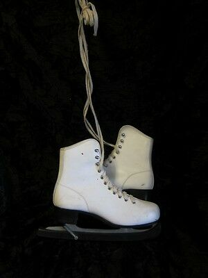 Womens Size 6 white figure skating boots/ice skates