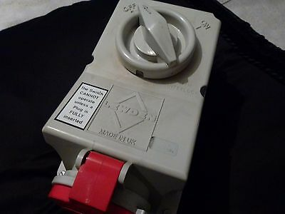 Lewden 32 Amp Switched Socket