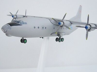 Antonov AN-12 RUSSIAN AIR FORCE 1/200 Herpa 553940 Antonow CUB Rostow AN 12