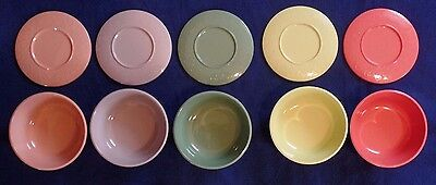 Vintage plastic bowls with lids, set of 5 in 5 different colors, Peoria Plastic