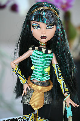 Monster High Cleo de Nile School`s Out Schools Out Puppe / Doll