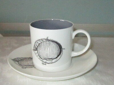 SUSIE COOPER 'Black Fruit' WEDGWOOD Coffee Can & Saucer - APPLE