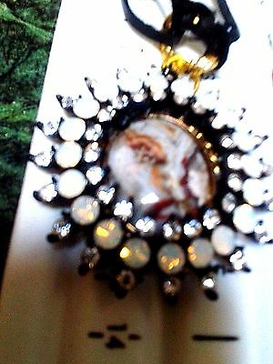 79.77 Carat ..face Agate . With Ring Around..genuine  Leather Rope And Chains.