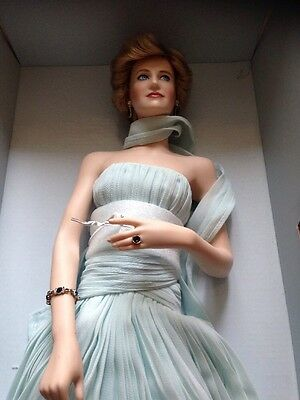 Franklin Mint Diana Princess Of Elegance - In Blue Chiffon Gown Porcelain Mib