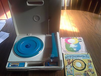 1978 Fisher Price Turntable WORKS with 7 - 45 RPM Records!