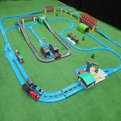 very large tomy trackmaster thomas the tank engine train set battery engines