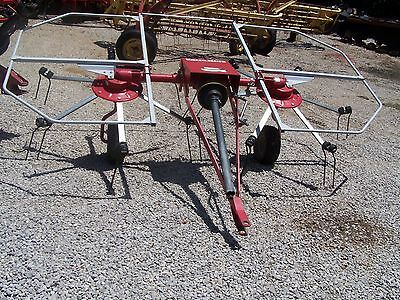 Used Farm King Model 10-----10 ft Pull Type Hay Tedder,   Can ship $1.85 mile