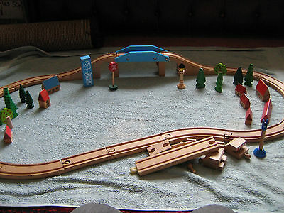 Brio Wooden Train Track & Accessories (Including TWENTY TRACK PIECES)
