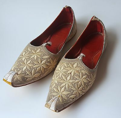 Vintage Pakistan India Punjab Jutti Embroidered Shoes Curled Toe Wool