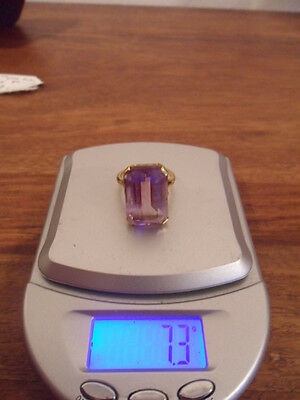 Stunning 18ct gold ring with large baguette cut Amethyst