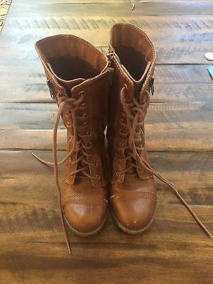 SODA Women's Lace Up military Boot - Size 6