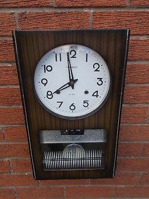 Good Looking Retro Wall Clock With Day & Date.