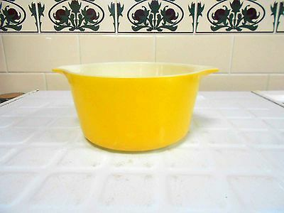 Vintage Pyrex, milk glass 'Daisy' 473 Casserole - Excellent Condition