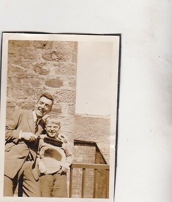 Old Photo Man Suit Children Boy Giant Tooth Brush Humour 1920S Nb2