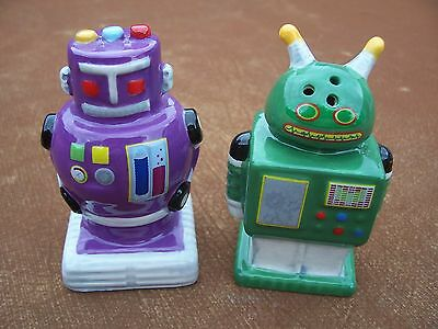 New novelty set of robots shaped salt and pepper pots 1 Salt and pepper robots