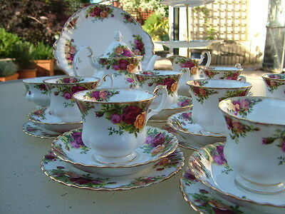 Royal Albert OLD COUNTRY ROSES 29 piece tea set: 1sts