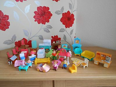 Childs Dolls House Plastic Furniture & Family Of Dolls, 40 Items