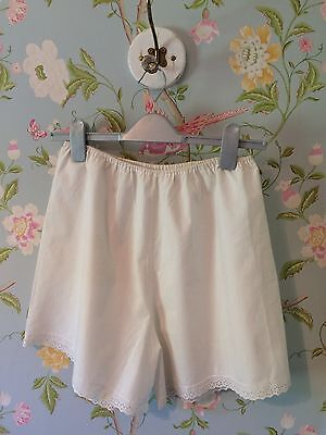 Vintage white cotton knickers/shorts size 10-12
