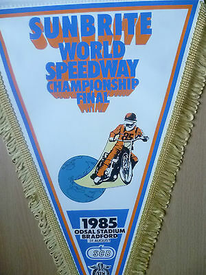 Speedway Pennants- 1985 SUNBRITE WORLD CHAMPIONSHIP FINAL@ Odsal  (42x25cm)