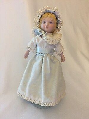 BEAUTIFUL Vintage Avon 1985 Victorian Collector Porcelain Doll w/ Hat & Flowers