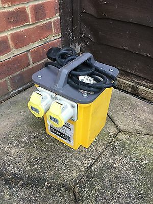 DEFENDER 110V POWER TOOL TRANSFORMER c/w 2x16A OUTLET