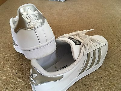 Adidas SUPERSTAR  trainers in white and silver