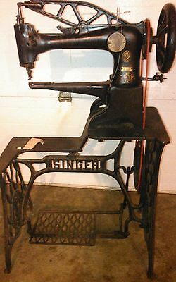 Singer 29-4  Cobbler Shoe Patch Leather Sewing Machine,Rotating Foot,Sews Great