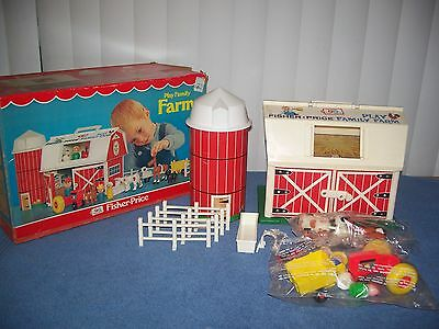 Vintage 1977 Fisher Price # 915 Play Family Barn w/ Box - Figures Factory Sealed
