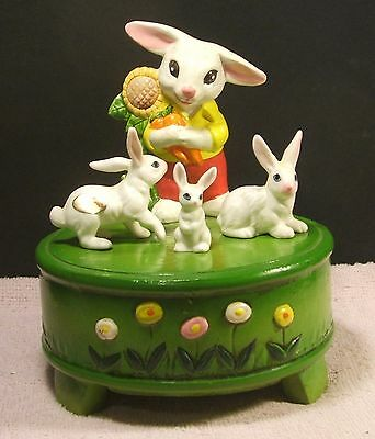 Gorham Music Box /  Rabbit Carry Some Carrots + 3 Mini Rabbits / Box