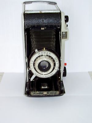 VINTAGE CLASSIC 1950s KODAK JUNIOR II FOLDING CAMERA WITH ORIGINAL CASE