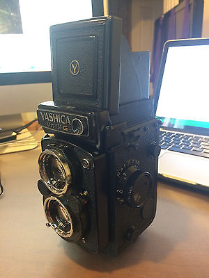 Vintage Camera Yashica Mat 124 G with original case WORKING Condition