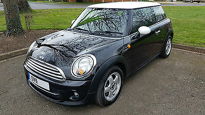 MINI COOPER BLACK 1.6 - Low Mileage, great condition!