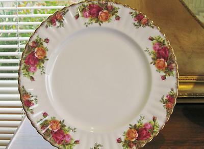 Beautiful vintage ROYAL ALBERT 26cm dinner plate Old Country Roses.