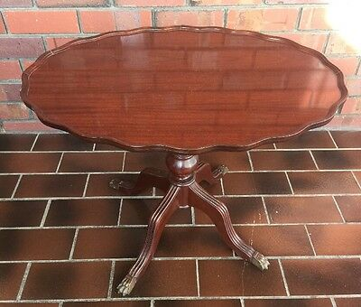 Wooden Coffee Table - Oval Shaped - Vintage Antique Style