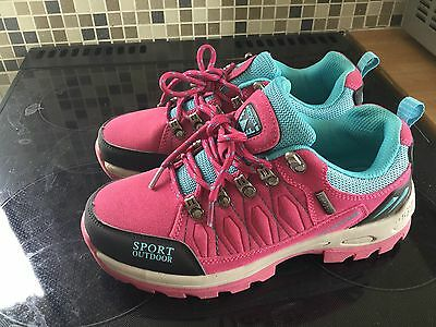 Ladies Walking Shoes Size 4.5