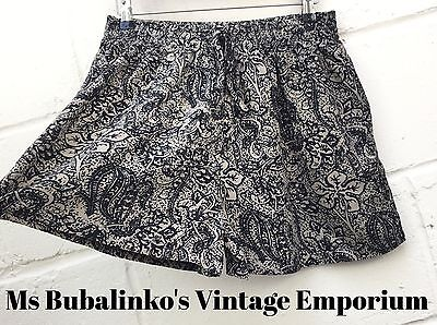 Vintage 90s Black & Cream Floral Pattern High Waist Shorts Size 14 16 Boho Ibiza