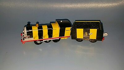 Tomy rare thomas the tank bumble bee style battery operated train & carriage
