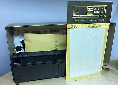 Athearn 1599 undec 40ft Reefer w/PGE Pacific Great Eastern decals