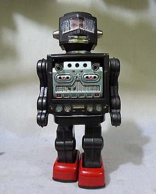 Vintage SWIVEL-O-MATIC ASTRONAUT ROBOT.Tin litho.Battery operated.HORIKAWA.JAPAN