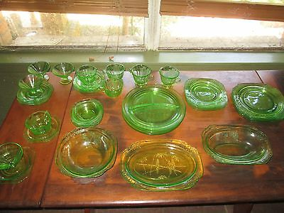 39 PIECE SET GREEN PARROT, 4 PLACE SETTING, with SERVING PIECES.  1931 - 1932