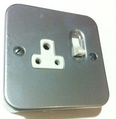 MK 2 amp 1 Gang Switched Metal Clad Socket With Back Box 2870ALM