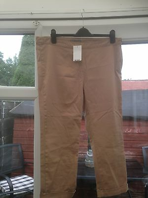 Ladies capri style trousers. Brand New. Marks and Spencer. Size 18