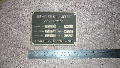 OLD 1950s BRITISH ENGINE PLATE & MACHINERY BRASS BADGE, SEAGERS DARTFORD ENGLAND