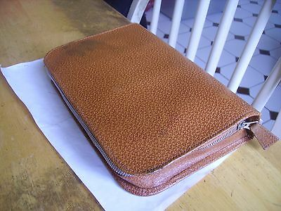 Vintage collectible men's travel grooming kit leather/leatherette case 1940s on.