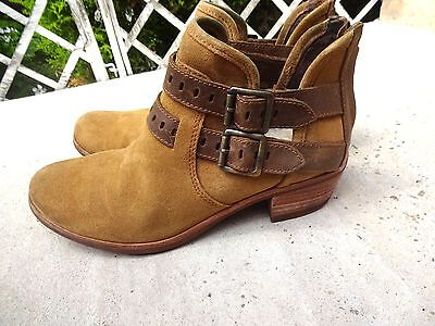 Ugg Real Suede Womens Boots Tan Size UK 6 EU 38.5